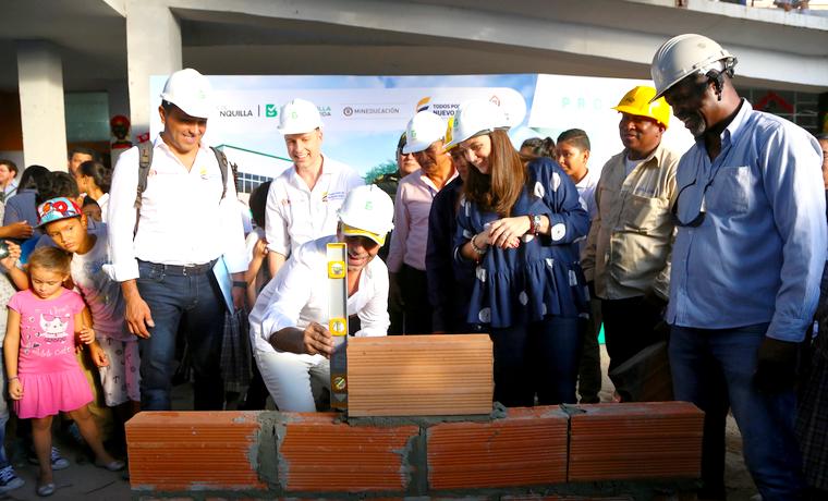 Alcalde Char y Mineducación ponen primera piedra de ampliación de la IED Gabriel García Márquez
