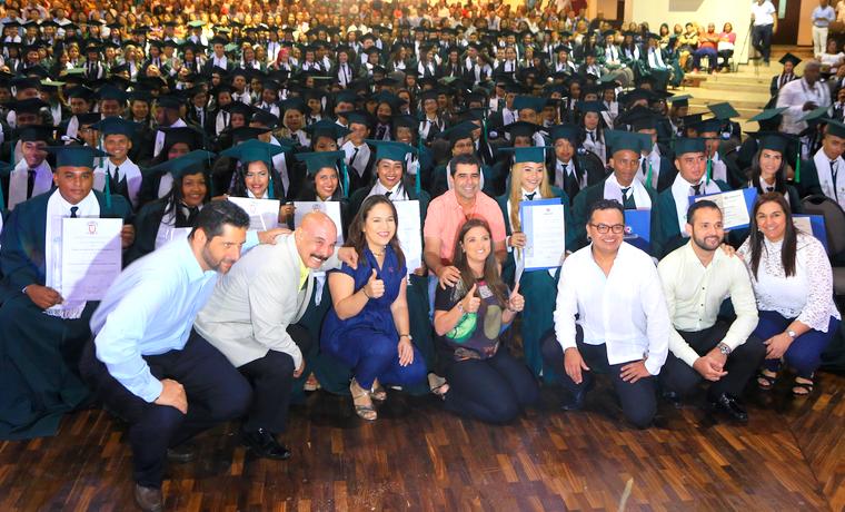 752  jóvenes cumplen su sueño de ser técnicos y tecnólogos, gracias a 'Universidad al Barrio'