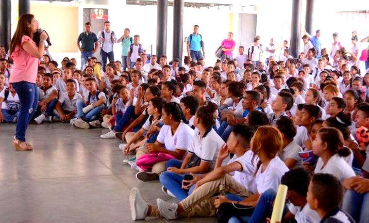 Distrito apunta a formar jóvenes con proyectos de vida exitosos