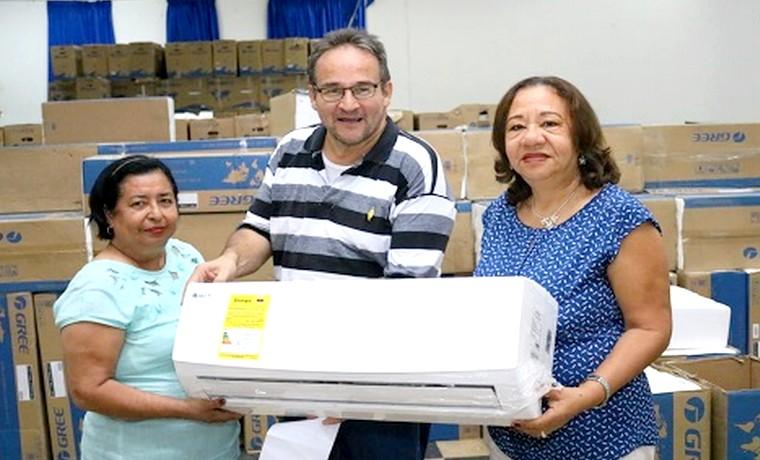 Alcaldía de Barranquilla entregó 1000 aires acondicionados para los colegios oficiales