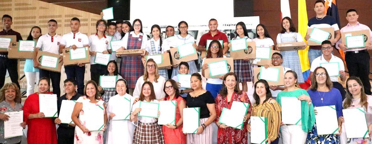 Distrito otorga reconocimiento a estudiantes y colegios oficiales que se destacaron por sus logros en 2018